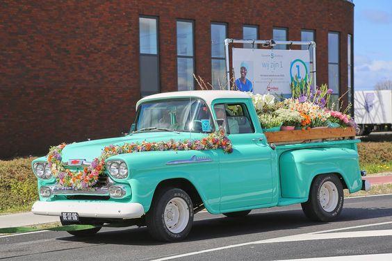 Het Greenhouse team arrangeert ook luxe auto's voor het bloemencorso