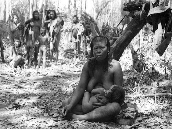 47 anos de medicina no Xingu são traduzidos em fotos http://colheradacultural.com.br/content/exposicao-no-mube-traz-quase-uma-centena-de-fotos-feitas-ao-longo-de-47-anos-por-medicos-que-cuidaram-dos-indios-do-xingu.php