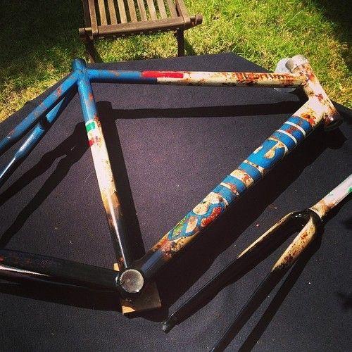 cinellibikes:  @motor_reeen custom Cinelli Vigorelli   Cinelli Vigorelli by MotörReeenCustom paint job for frame and forks.