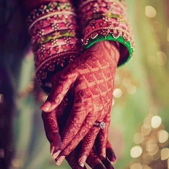 Stunning Criss cross henna with those pretty silk thread bangles *love struck* #IndianWedding #Mehendi #bangles   Curated by #WittyVows - The ultimate guide for the Indian Bride   www.wittyvows.com