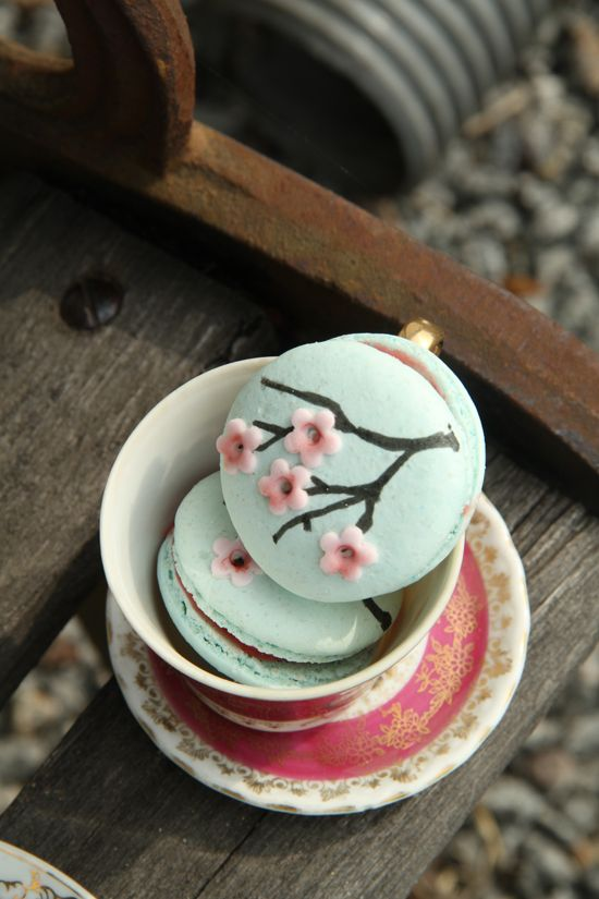 Probably the most beautiful macarons I've seen so far, need to make my own version of these!: