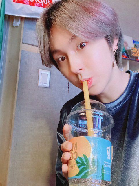 Pin By Moon Nari On Onewe Kpop Emotional Support Kpop Idol