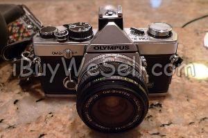 Olympus OM-2. Objektiv: 50 mm samt 135 mm med läderfodral.  Allt original. Svensk bruksanvisning medföljer.  Check out more #cameras for sale on http://www.ibuywesell.com/en_SE/category/Cameras/396/  #Olympus #digitalcamera #camera
