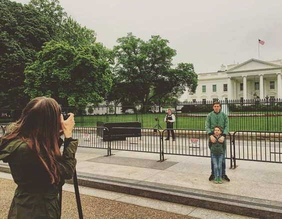 by @daniellevmourik #WhiteHouse #USA My kids (3 out of 6) enjoying #washingtondc #whitehouse #daughter #photographing #sons