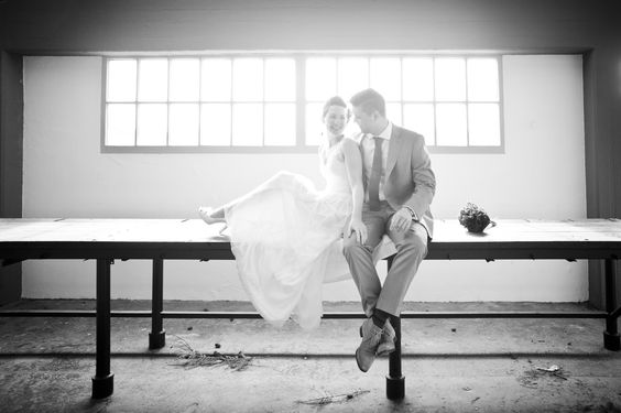 Stoere trouwfoto industrieel Cool wedding photo!
