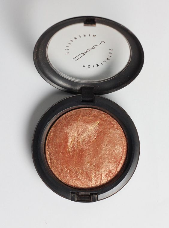 MAC Mineralize Skin Finish in Cheeky Bronze  :  this is soooo pretty !!!!