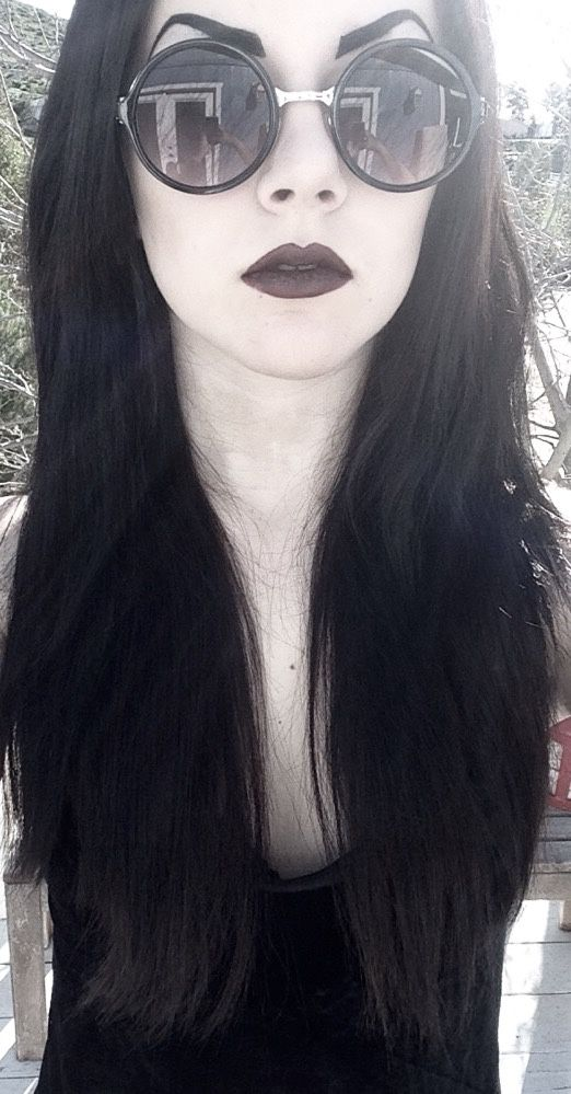 goth girl frame lips - photo #1