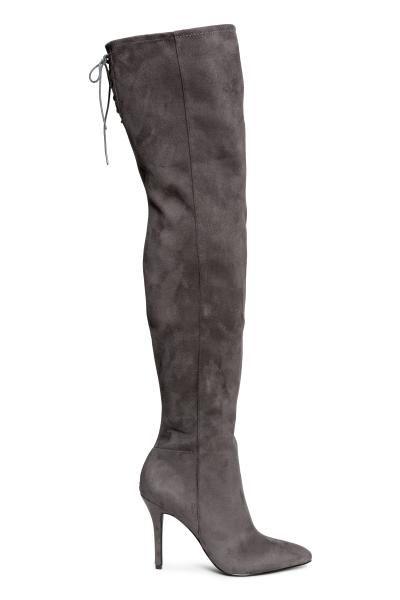 Botas hasta el muslo: Botas hasta el muslo en ante sintético con caña elástica alta y cordones en la parte superior. Media cremallera en un lateral. Tacones revestidos. Plantillas en piel sintética. Suela de goma. Tacón 10 cm.