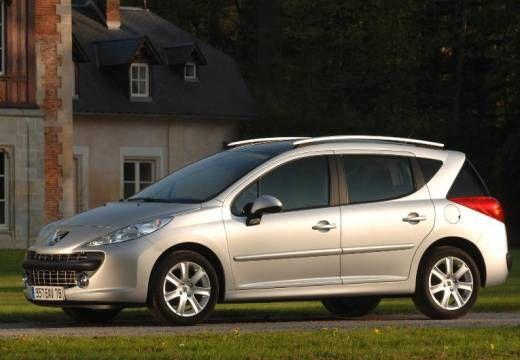 Der neue Peugeot 207 SW im Test  Artikelanfang Datenblatt Preisliste « 1 2 3 4 5 6 »    zur Bilderstrecke Paris, 27. Juni 2007 – Kleiner Löwe, großer Stauraum: Nach diesem Motto bietet Peugeot seit dem Jahr 2002 vom 206 die Kombiversion SW an. Jetzt, ein Jahr nach dem Start der Nachfolge-Baureihe 207, kommt auf deren Basis die zweite SW-Generation auf den Markt. Sie ist auf 4,16 Meter gewachsen, rundum aufgewertet und attraktiver als zuvor.