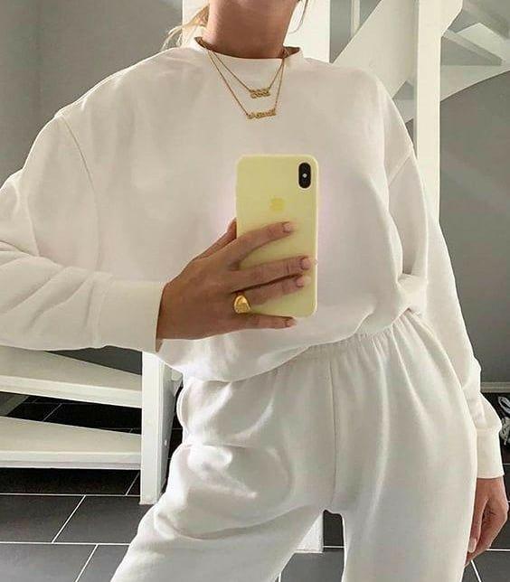Les Damos Algunas Ideas De Como Usar El Jogger Macy Blanco Que Opinan De Esta Tendencia De Combinar Prendas Sporty Con Accesorios Cool Outfits Fashion Clothes