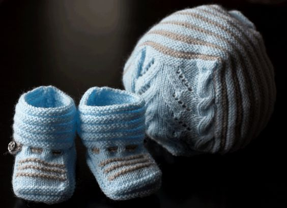 Conjuntos de gorros y zapatitos para bebé