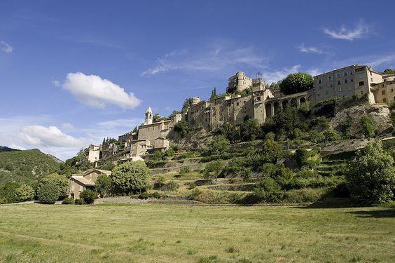 """Montbrun-les-bains """"plus beaux villages de France"""" Drôme drome therme cure bien-être  http://www.bien-etre-drome.com/"""