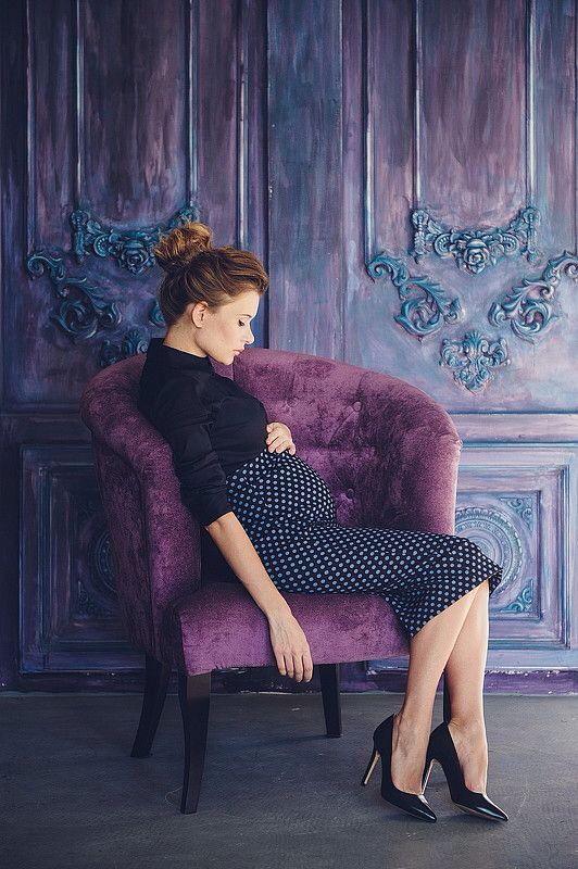 Vintage elegant maternity photoshoot
