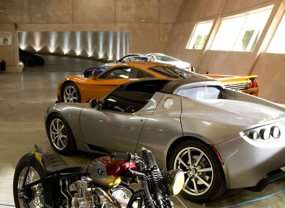 Want an underground garage like iron man 39 s his shown for Garage tony auto
