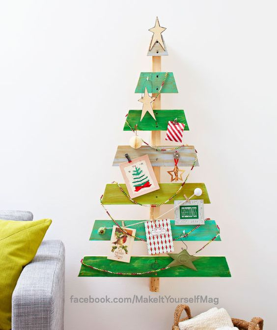 Repurpose a wooden shipping pallet to create a charming card display for any room of the house. (Designer: Tari Colby) For instructions, purchase your digital issue here: http://www.zinio.com/www/browse/issue.jsp?skuId=416279179&prnt=&offer=&categoryId=