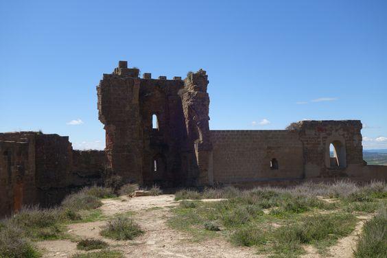 Restos de las paredes del Castillo de Montearagón