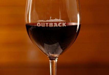 O Outback Steakhouse Brasil lança dois vinhos em parceria com a Bodegas Salentein, vinícola argentina. Os rótulos Red Selection e White Selection foram desenvolvidos no Vale de Uco, em Mendoza, especialmente para harmonizar com o cardápio do Outback. Saiba mais no site Arroz de Fyesta.