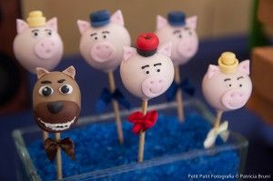 3 little pigs cake pops: