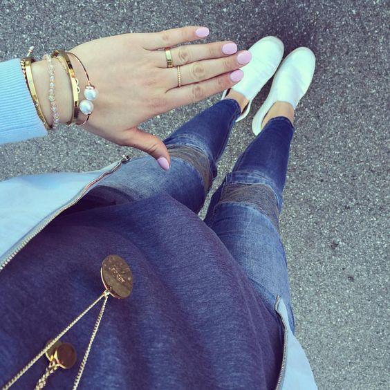 #gooddaaay (Hose und Shirt @rockangel_fashion Jacke @sc_sassyclassy #newarrivals, Halsketten @annavbergmann und @lesvar_accessoires, Armbänder und Ringe @_schmuckrausch_ und @josemma und Nails @lamaison.lola #whatelse )