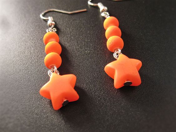 Boucles d'oreilles étoiles orange fluorescent de la boutique TheAsaliahShop sur Etsy
