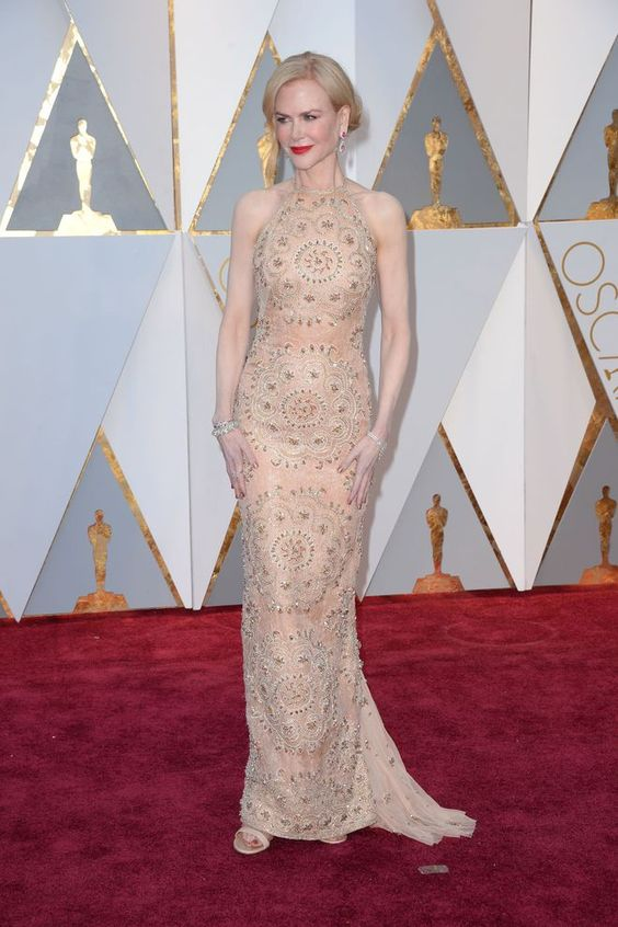 Nicole Kidman en robe de soirée élégante longue
