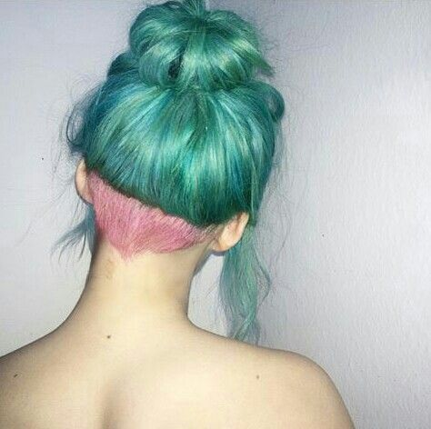 Aqua hair with pink undercut ♡ photo saved from @_bluehairdontcare on instagram