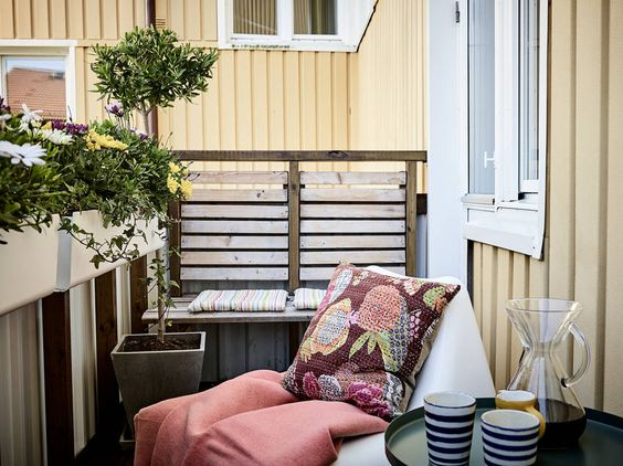 Solen når balkongen under sommaren ca 18:30-21:00