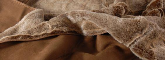 Un plaid en fausse fourrure de bonne qualité, c'est une touche de luxe et de grand  confort dans la maison voir sur www.plaid-addict.com