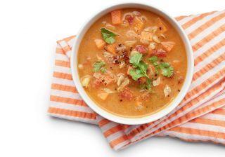 Sopa de frango e grão-de-bico