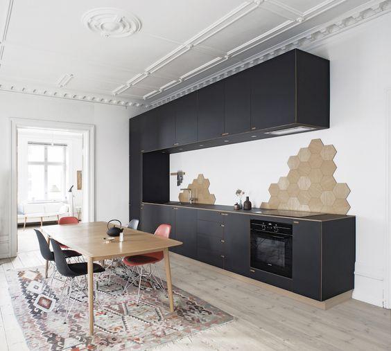 Cuisines un mur de cuisine and am nagement int rieur on for Carrelage hexagonal marbre