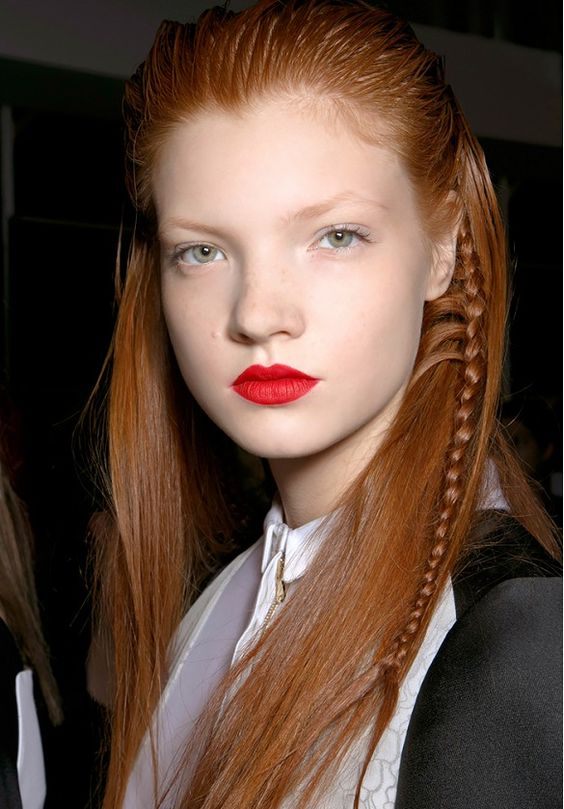 Peek-a-boo braid: