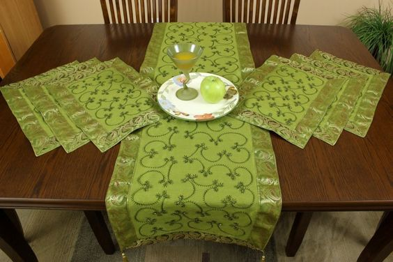 hand-embroidered-7-piece-placemat-table-runner-set-270.jpg (850×567)