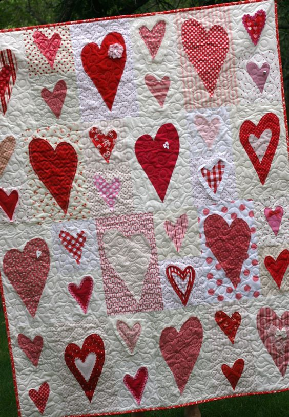 Red/white heart quilt - just love it!!! @Renee Peterson Peterson Peterson Peterson I*heart*paper: