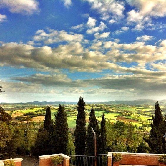 todi italy   Umbrian countryside near Todi, Italy   Paesaggi surreali