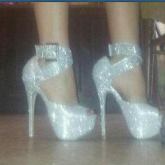 preciosos zapatos que le llegan a una clienta