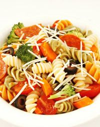 Italian Pasta Salad Recipe: Get prepped for potluck picnic season this summer with this super simple Italian pasta salad. You might want to bring this recipe along with you – chances are your friends will ask for it!