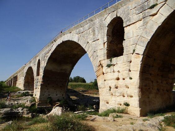 PONT JULIEN, Vaucluse, Provence, France (©Tatiana Rosette - Film Vaucluse) ☼ Visitez filmvaucluse.fr pour tourner dans nos décors !