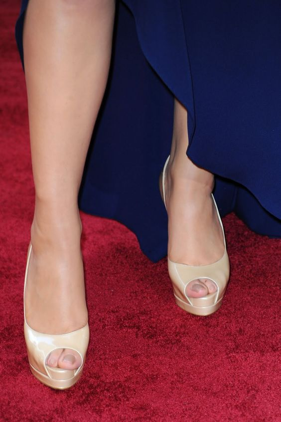 Mariah Carey Shoes | Mariah Carey is a stunningly sexy American singer songwriter.