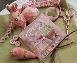 Homespun Elegance - Country Spirits Collection - Shamrock Bunny Needlecase and Scissor Fob