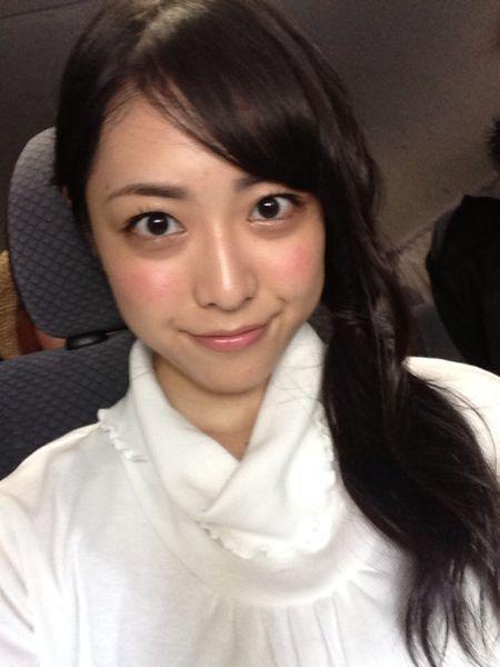 松浦雅の白い衣装