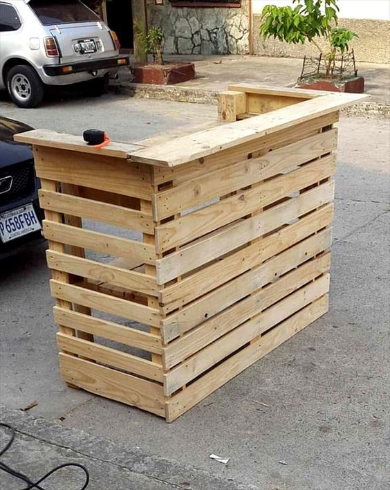 Bar tables free pallets and projects on pinterest for Pallet furniture bar