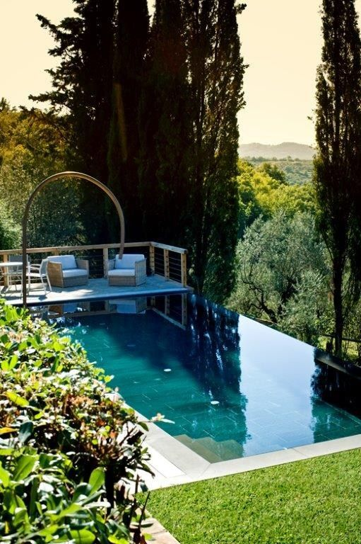 parquet sospeso sopra piscina