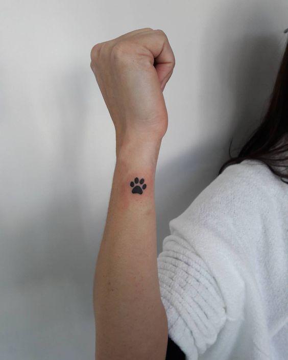 24 Inspirierendsten Minimalistischen Tattoo Ideen Ideen Inspirierendsten Minimalistischen Tattoo Tattoos Pawprint Tattoo Mini Tattoos