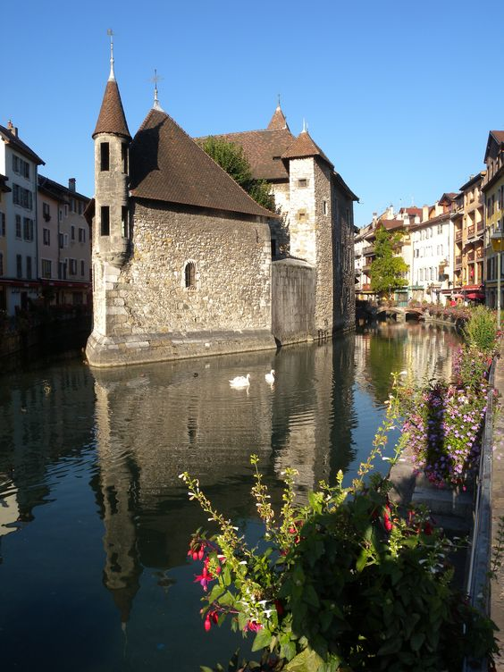 Annecy !... probably the most beautiful City in France. A wonderful well preserved Old City, with a gorgeous Lake and surrounded by mountains... and just 15 minutes away from Geneva... so... what else?