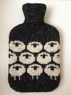"""Easy hot water bottle cozy knitting pattern """"all you need - a classic by LondonLeo """" - free pattern (sheep motif) (hva):"""