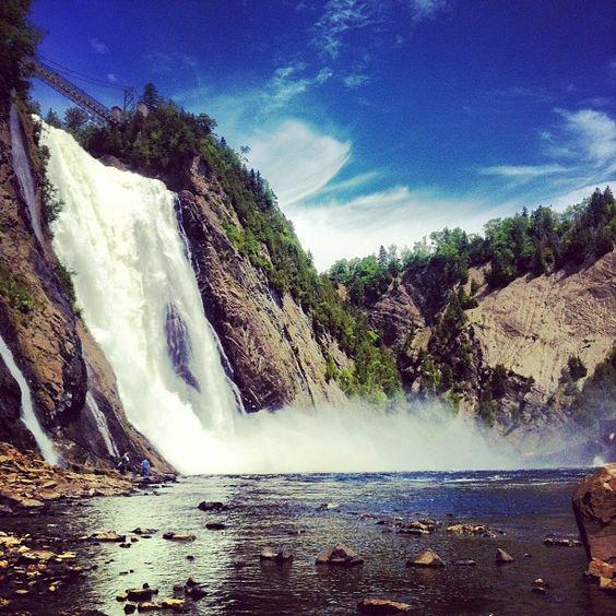 A few minutes from Québec City, the spectacular Montmorency Falls dominates the landscape. // À quelques minutes de Québec, l'imposante chute Montmorency domine le paysage.