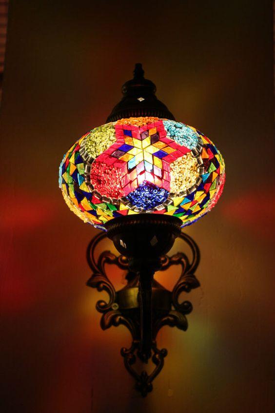 Marokkanische Motiven und Figuren mit modernem Geist