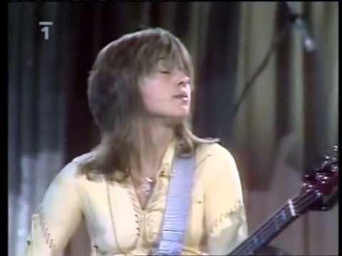 Suzi Quatro Bass Solo Live In Prahă 1979 Youtube Female Guitarist Female Rock Stars Women Of Rock