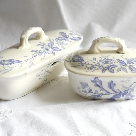 antique Dutch set of soapdish and comb holder, Societe Ceramique, lilac flowers, shabby. €32.50, via Etsy.