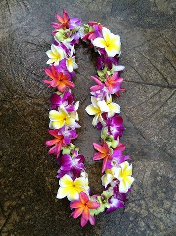 Mixed flower lei- Nani! I want one for graduation!!!